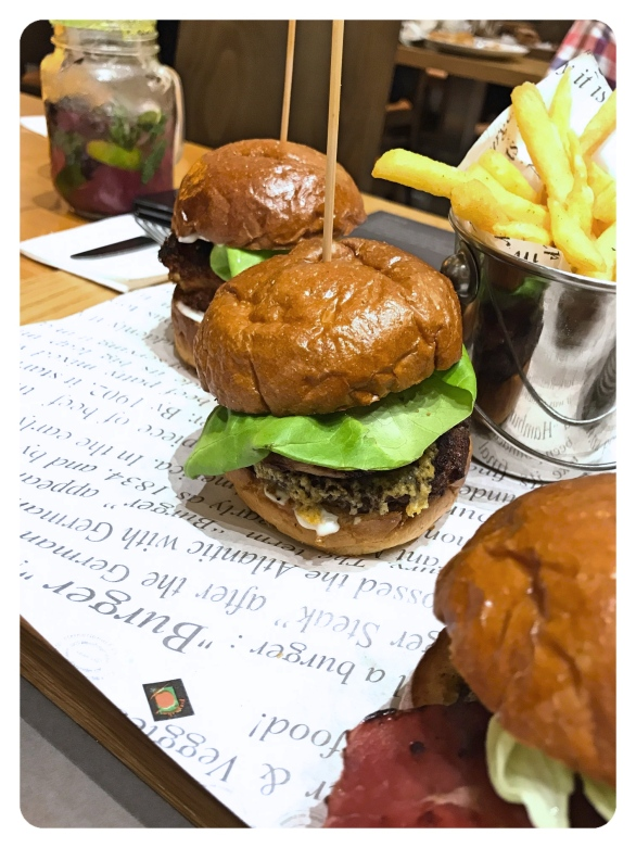 doha qatar 41 Degrees burgers sliders